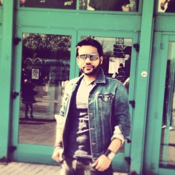 Kumar, 30, Torino, Italy