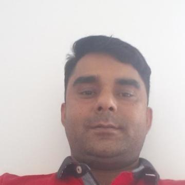 Fakhar Abbas, 38, Barcelona, Spain