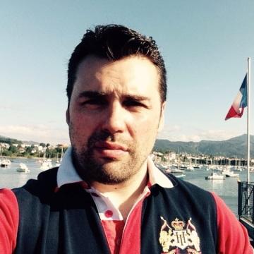 J.r. Diaz, 42, Barcelona, Spain