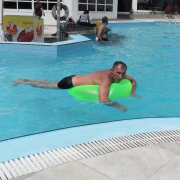 Eduard, 42, Dublin, Ireland