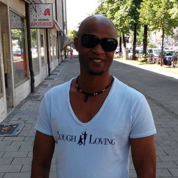 Johnenash Adams, 37, Munchen, Germany