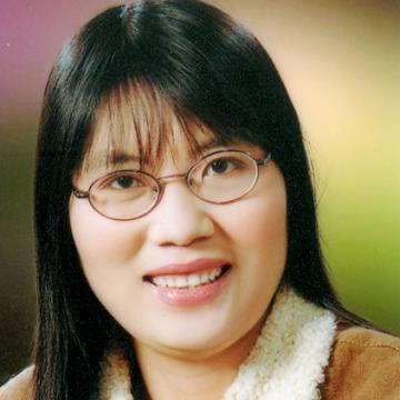 Dawn Huynh, 45, Ha Nam, Vietnam