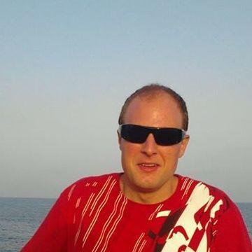 Carlos Ruiz, 38, Matadepera, Spain