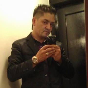 Benny Islas, 40, Chicago, United States
