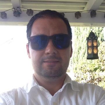 Roberto, 33, Oxnard, United States