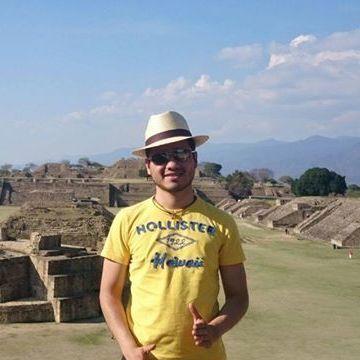 León Jiménez, 30, Coyoacan, Mexico