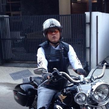 Fenky , 44, Bandung, Indonesia