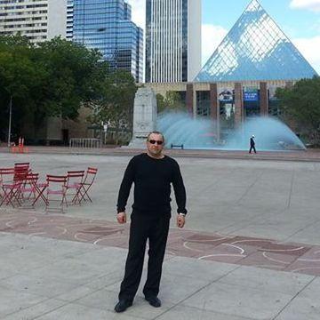 max, 44, Edmonton, Canada