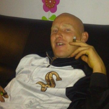 Maciej Nikiel, 35, Pescara, Italy