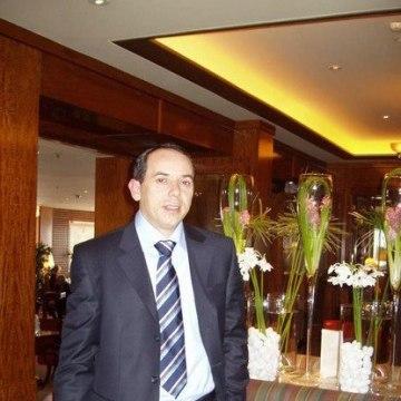 Dattis Bond, 43, Geneve, Switzerland