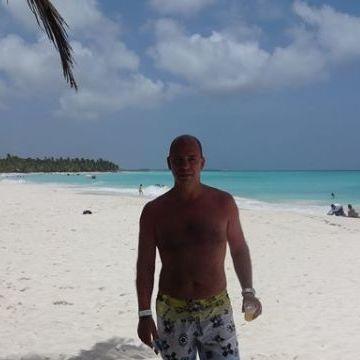 JUAN IGNACIO IRIARTE, 47, Bahia Blanca, Argentina