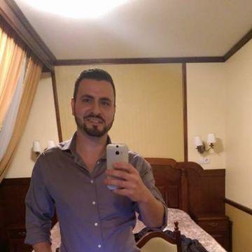 Roberto Hernandez, 32, Los Angeles, United States