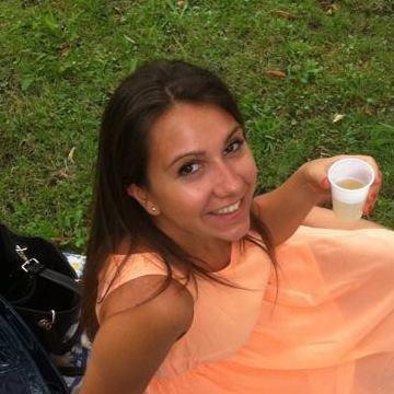 lucia, 26, Taranto, Italy