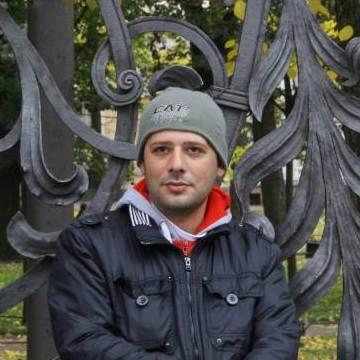 Riyezu Negzo, 37, Istanbul, Turkey