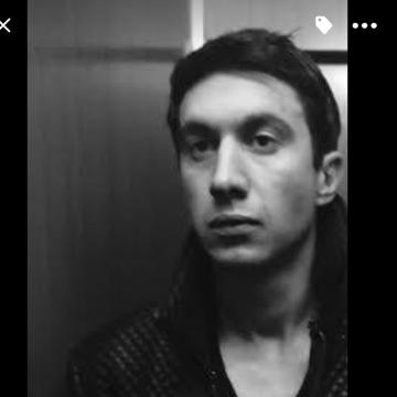 Luigi Esse, 31, Milano, Italy