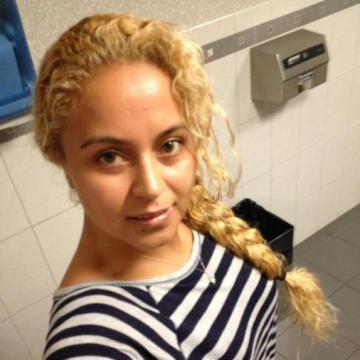 laura, 30, Oshkosh, United States