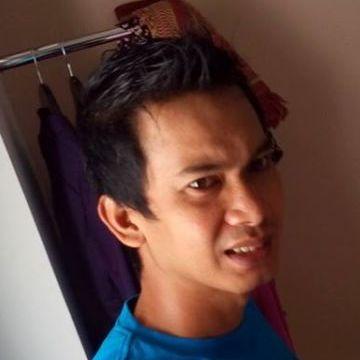 Titian Awal, 37, Makassar, Indonesia