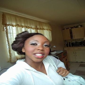 Laura, 27, Johannesburg, South Africa
