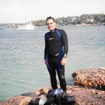 Oscar, 46, Toronto, Canada