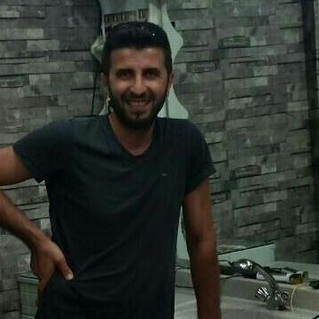 yener, 32, Istanbul, Turkey