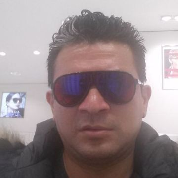 Jerry Ortega, 47, Zaragoza, Spain
