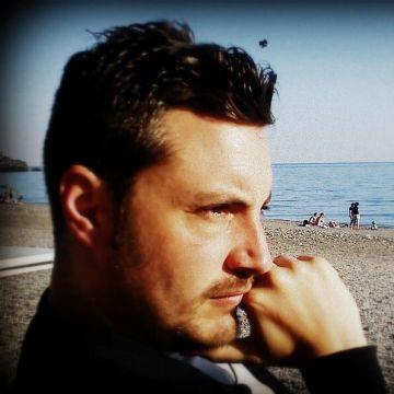 Arturo Mtz, 40, Granada, Spain