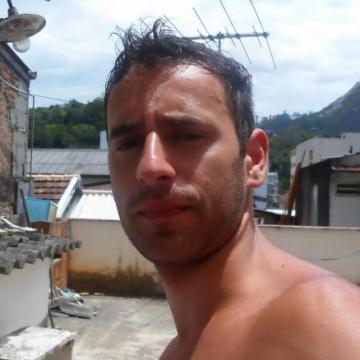 André Fernandes, 28, Santiago De Compostela, Spain