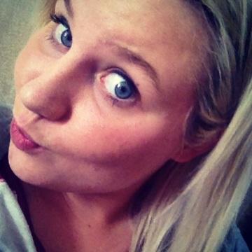 Jennifer Baker, 20, Nottingham, United Kingdom
