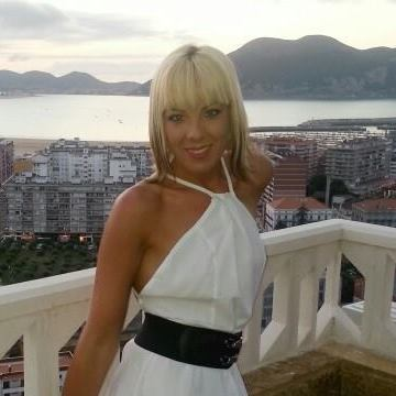 Olaia, 32, Santander, Spain