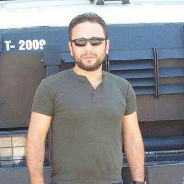 Çelik, 31, Istanbul, Turkey