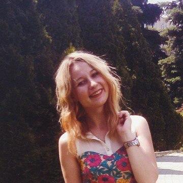 Lora, 22, Dnepropetrovsk, Ukraine