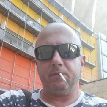 Gherghinescu Dragos, 45, Napoli, Italy