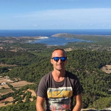 Andrés García Ferrando, 33, Barcelona, Spain