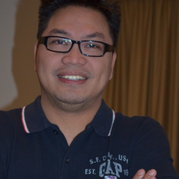 robert cruz, 46, Manila, Philippines