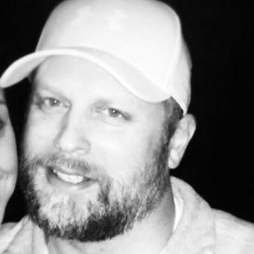 Charlie White, 44, Cedar Rapids, United States
