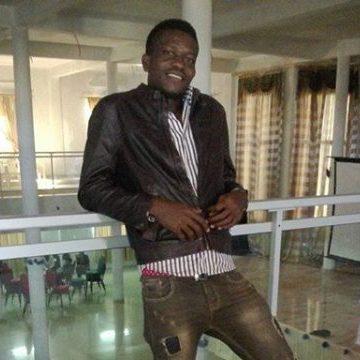 BROWN, 32, Dakar, Senegal