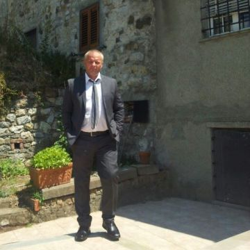 Melut Iulian, 38, La Spezia, Italy