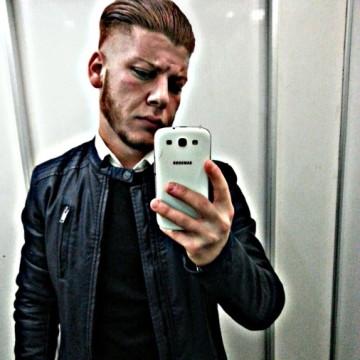 alessio, 20, Palermo, Italy