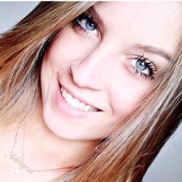 Eduarda, 20, Rio de Janeiro, Brazil