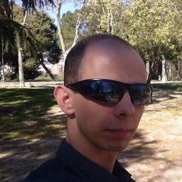 Kamil Masłowski, 29, Madrid, Spain