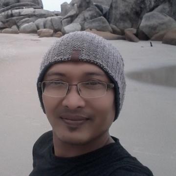 arie, 37, Surabaya, Indonesia