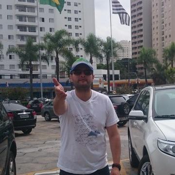 Charlie Fontana, 33, Bucaramanga, Colombia