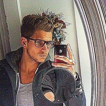 Dennis  Hoyer, 32, Darmstadt, Germany