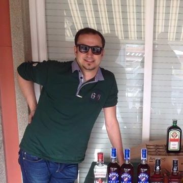 Álvaro Neira Datorre, 29, Pontevedra, Spain