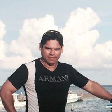 Roberto Romero, 40, Puebla, Mexico