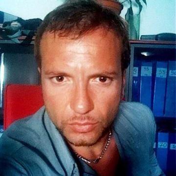 Ricky de Santiago, 38, Napoli, Italy
