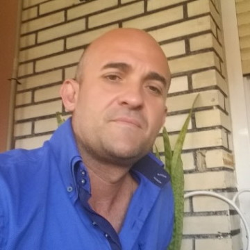 Oscar Cortes Mirete, 40, Alicante, Spain