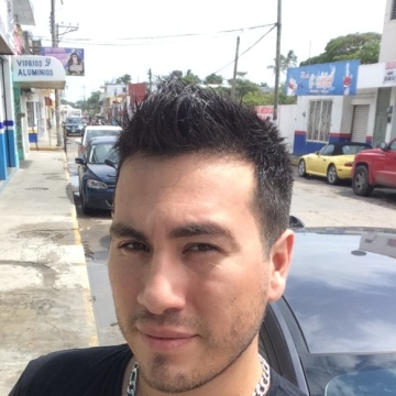 Lalo Mtz, 33, Villahermosa, Mexico