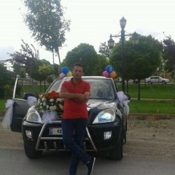 Mustafa Özçelik, 42, Konya, Turkey