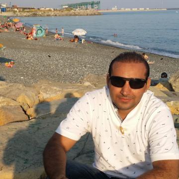 waseem, 31, Lahore, Pakistan